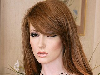 Redhead & redpussy Nikki Rhodes has