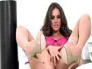 Killer babe in lingerie dildoing hole
